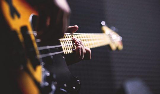 bass-guitar-1841186_1920-1
